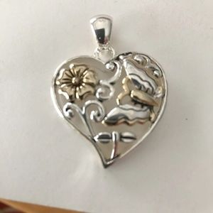Jewelry - Heart Pendant Butterfly Dragonfly New Valentine